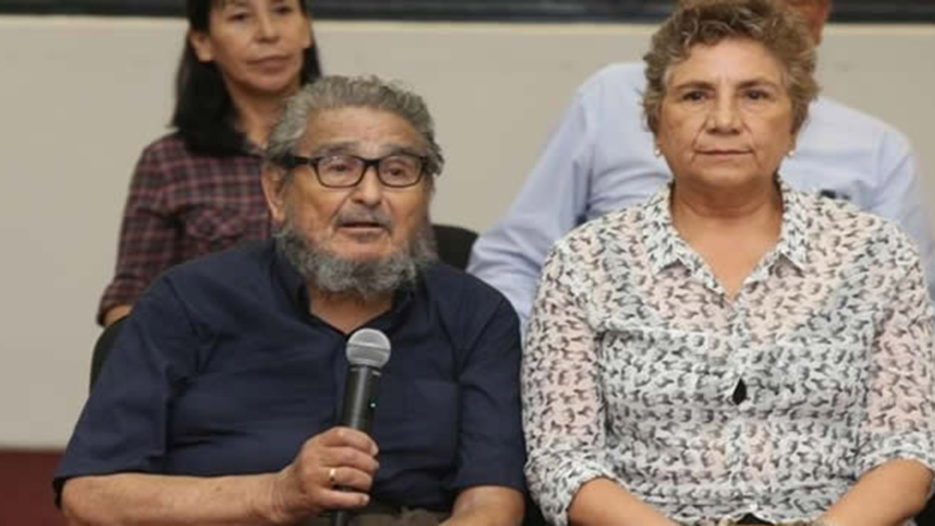 Abimael Guzmán, líder de Sender Luminoso, junto a su esposa, Elena Yparraguirre