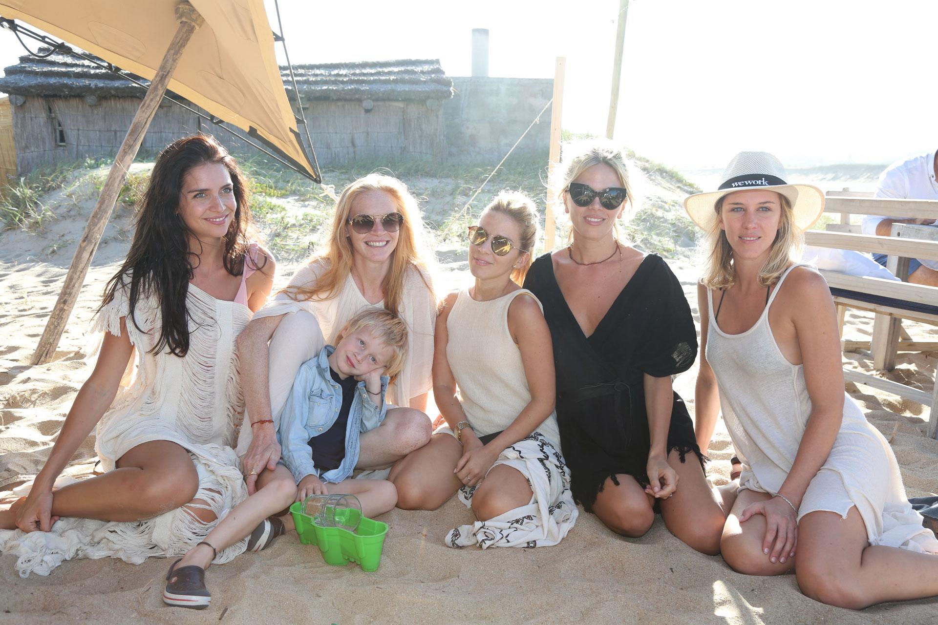 Zaira Nara, Martina Correa y sus amigas en La Caracola
