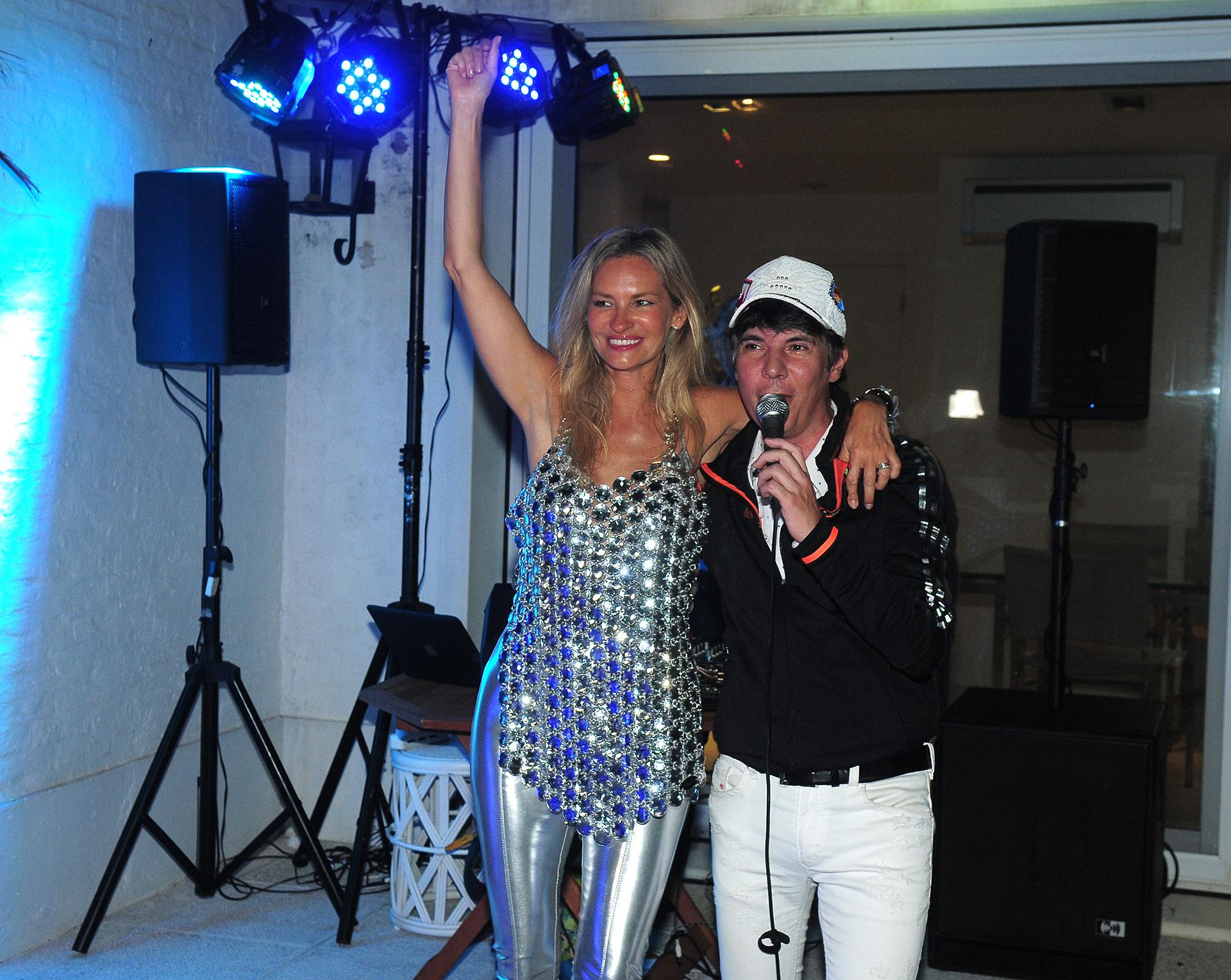 La gran sorpresa de la noche corrió por parte de Maxi Trusso, gran amigo de la familia Mascardi-Sciorra, quien le obsequió su show a Lily como regalo de cumpleaños