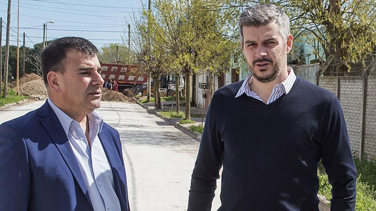 El intendente de Azul, Hernán Bertellys, junto al jefe de Gabinete, Marcos Peña.