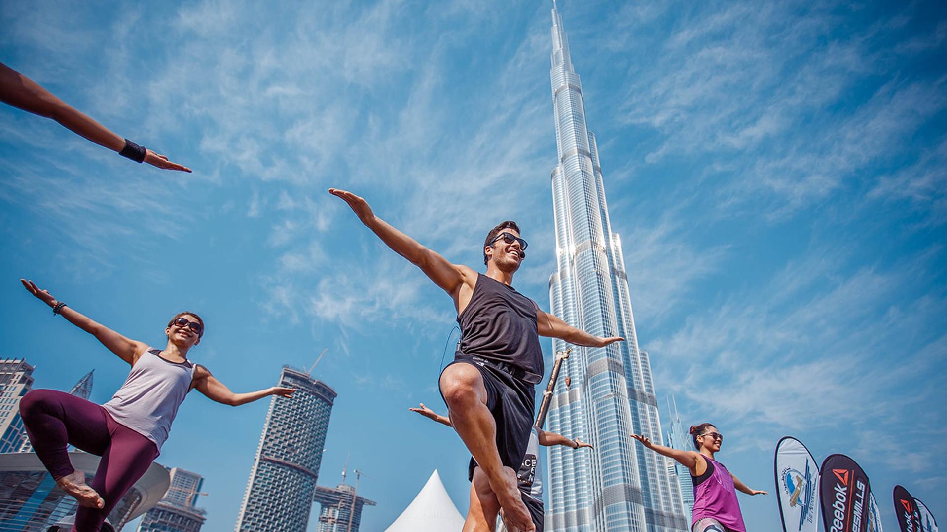 Las actividades se desarrollaron con los imponentes rascacielos de fondo (Dubai Fitness Challenge)