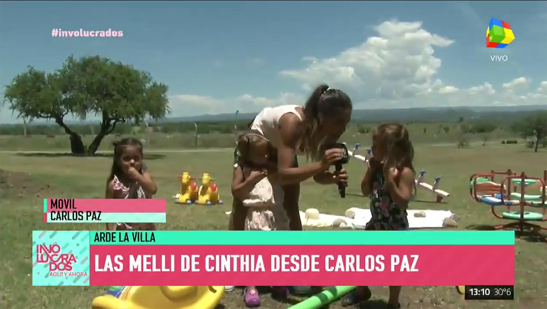 Cinthia Fernández con sus hijas
