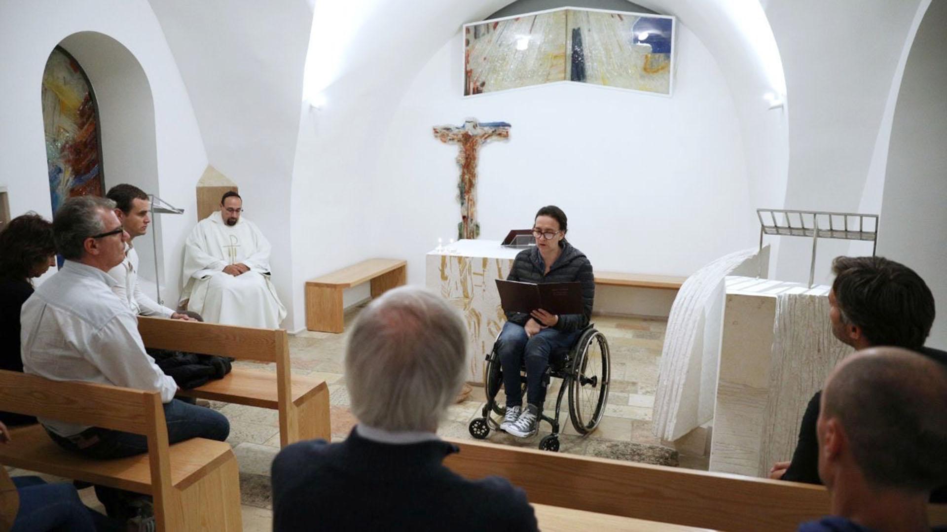 Michetti leyendo la primera lectura en una misa que se realizó en el Santuario del Cenaculino