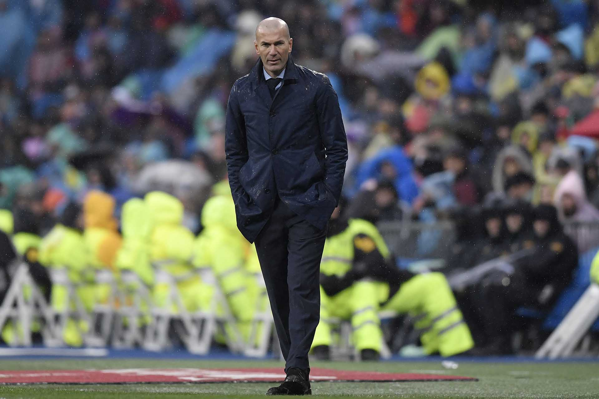Zinedine Zidane sufrió en la derrota delReal Madrid ante el Villarreal en el Santiago Bernabeu (AFP)
