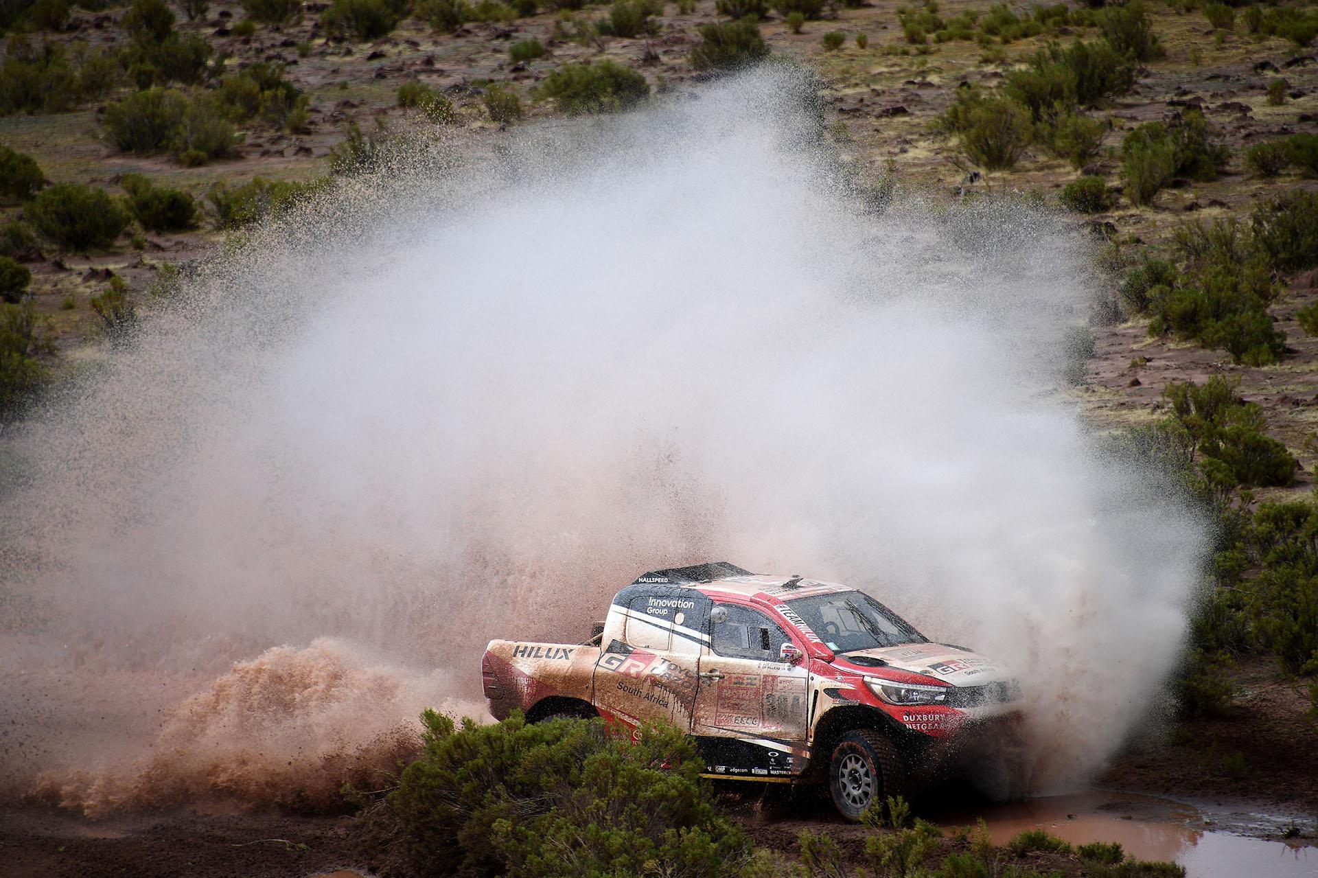 El sudafricano Giniel De Villiers y su copiloto alemán Dirk Von Zitzewitz en acción