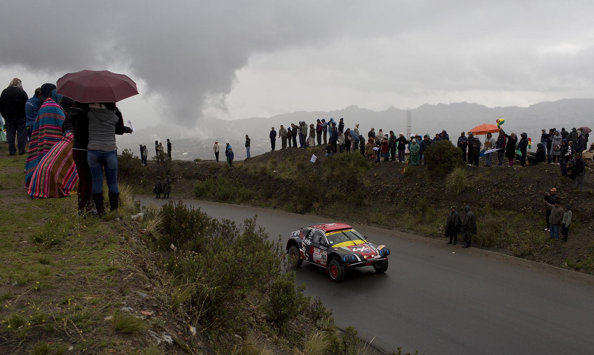 A pesar de las condiciones climáticas, la euforia en los fanáticos se hizo sentir con el ruido de los motores