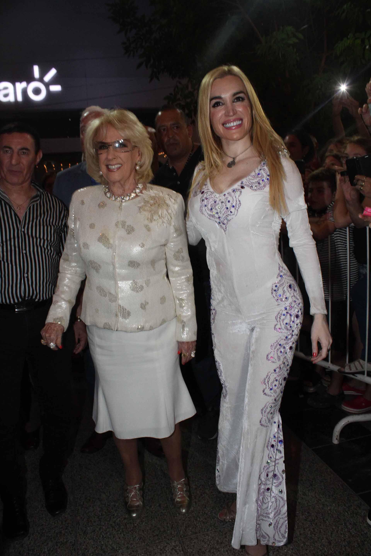 Mirtha Legrand disfrutó de su visita al teatro Roxy para ver la obra de Fátima Florez