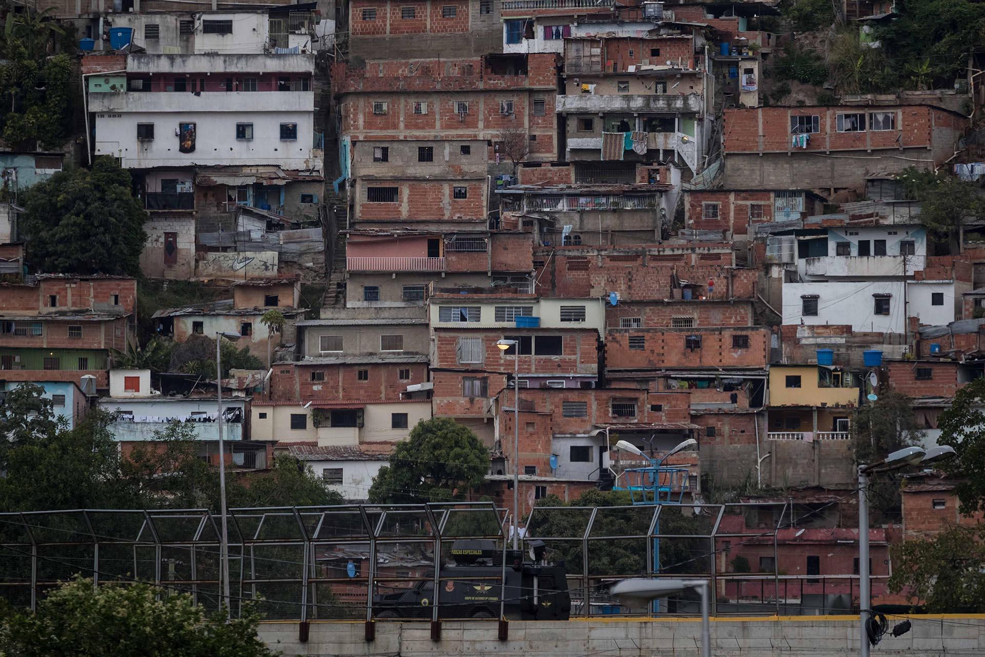 Fotografía del barrio donde autoridades venezolanas realizan una operación militar contra el grupo liderado por el policía Óscar Pérez