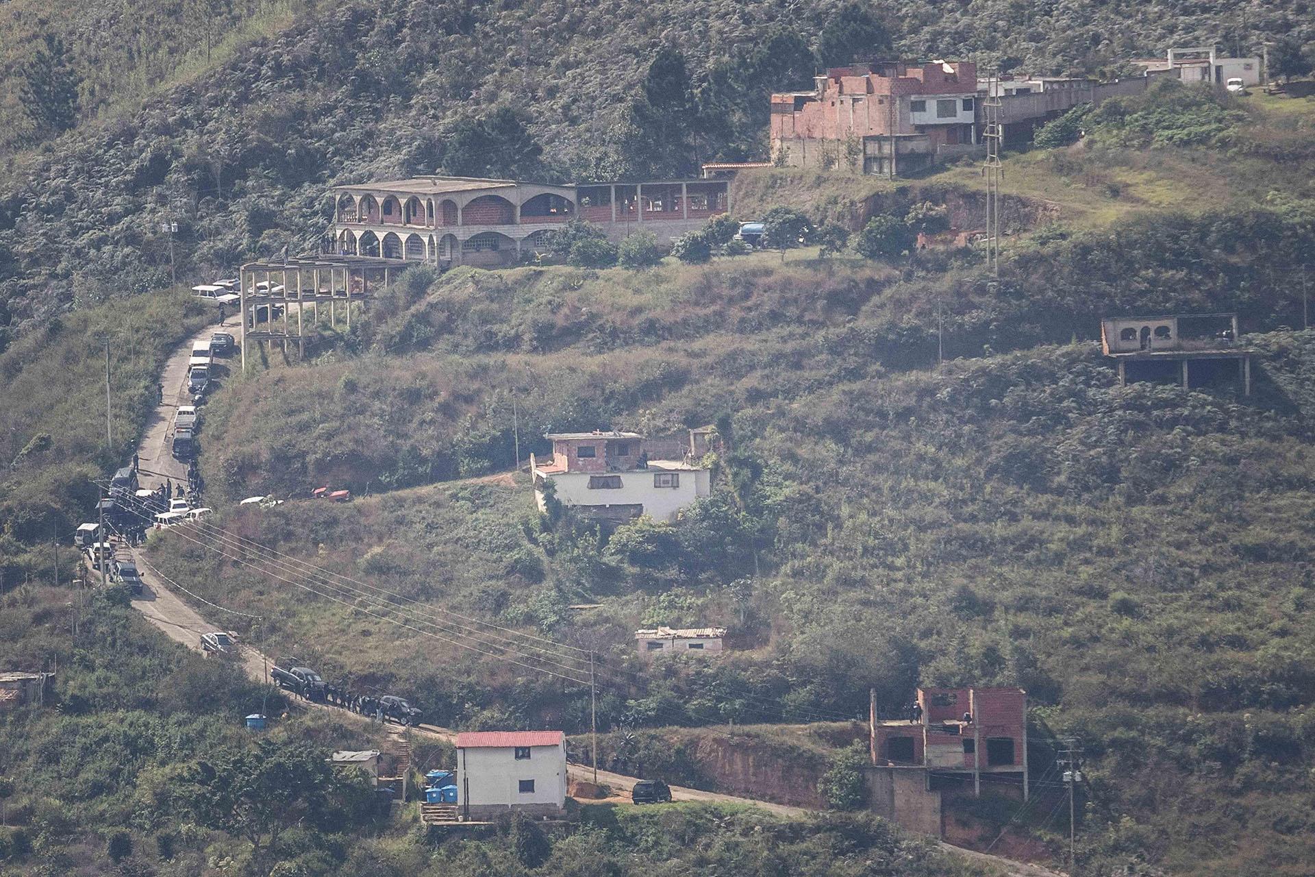 Fotografía de la zona donde las autoridades realizan una operación militar contra el grupo liderado por el policía Óscar Pérez