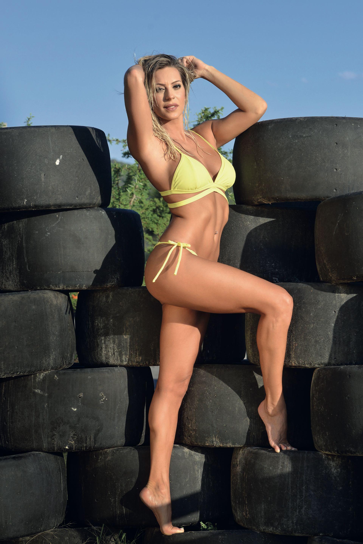 A los 31 años y después de seis temporadas de teatro, Noelia Marzol se luce en Bien argentino (Complejo Malambo), donde sorprende con un número de boleadoras al ritmo del dos por cuatro. Foto: Fabián Uset/Gente.