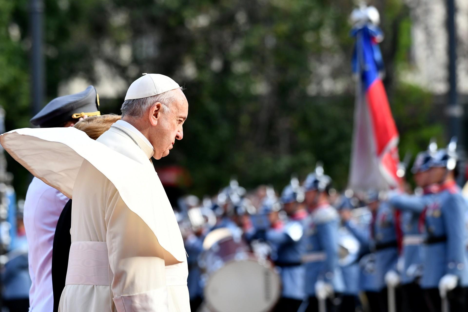 El Papa fue recibido con una ceremonia en el palacio presidencial