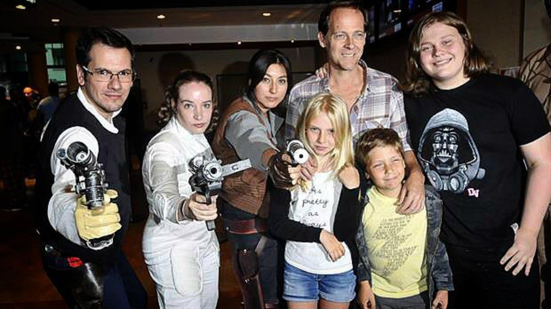 Matías y sus pequeños Luca, Mía y Alejo en en el estreno de Rouge One. ( Foto: Instagram)