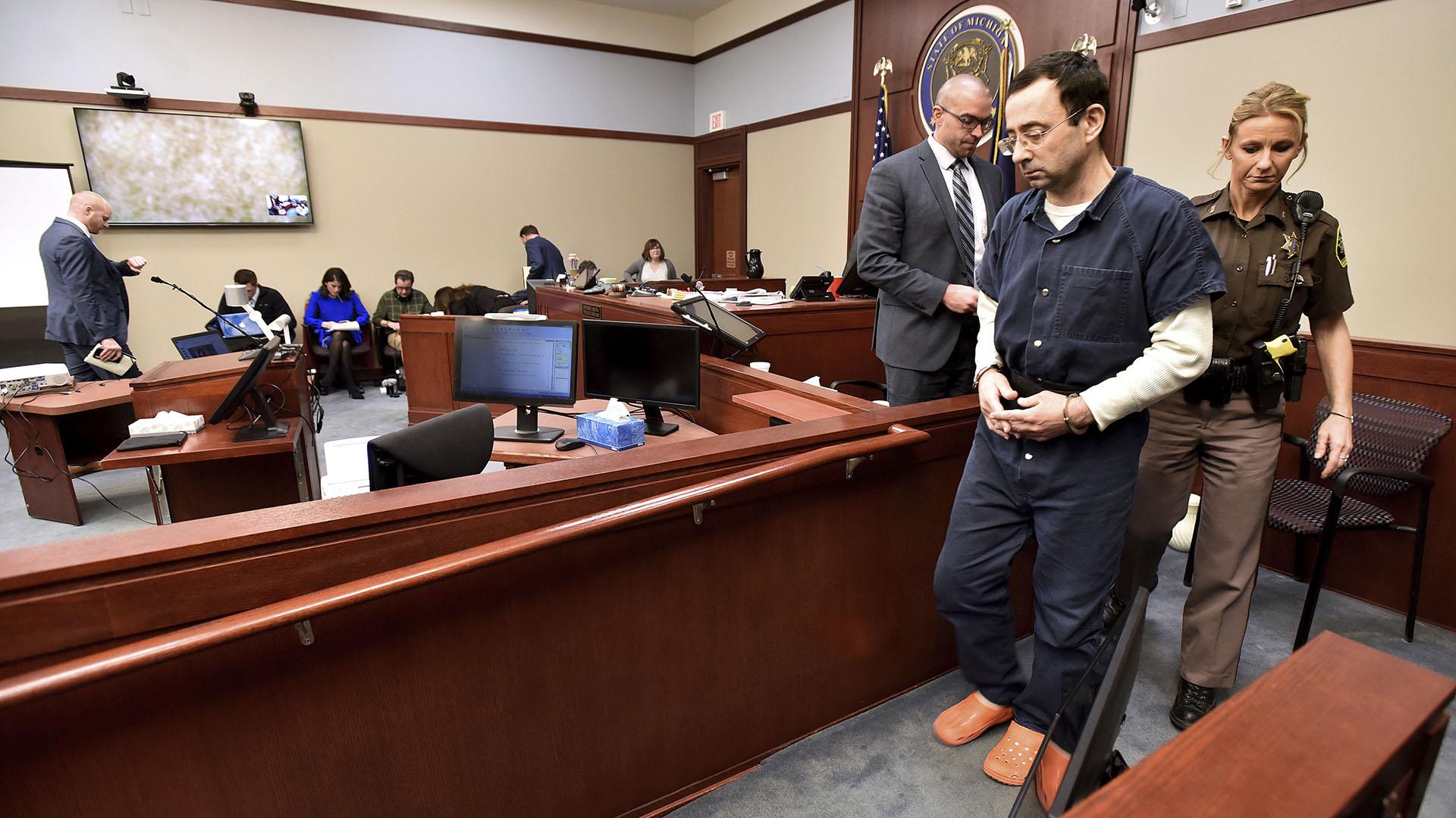 Nassar fue condenado a un máximo de 175 años de prisión (AP)