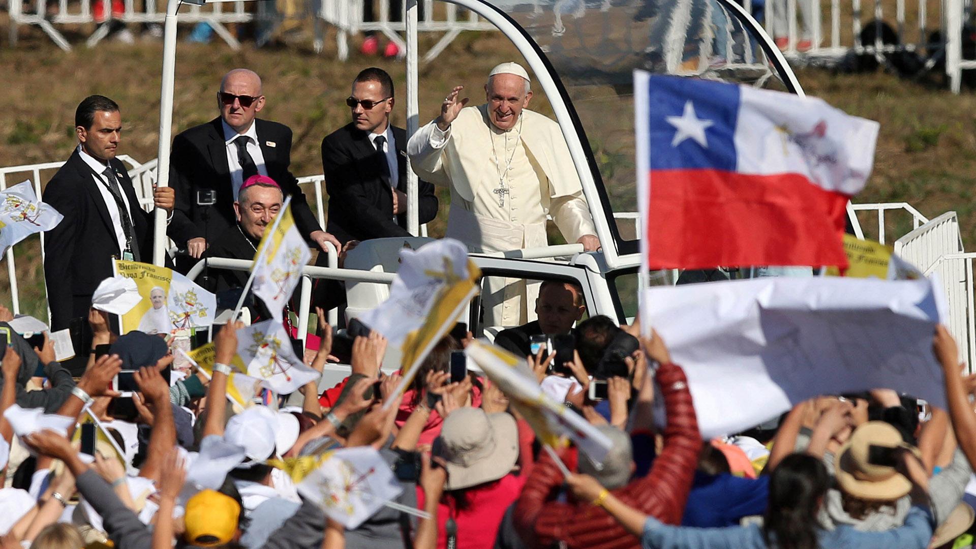 El Sumo Pontífice llegó este miércoles a la mañana a Temuco, en la región de La Araucanía, territorio reivindicado por el pueblo originario de los mapuches (Reuters)