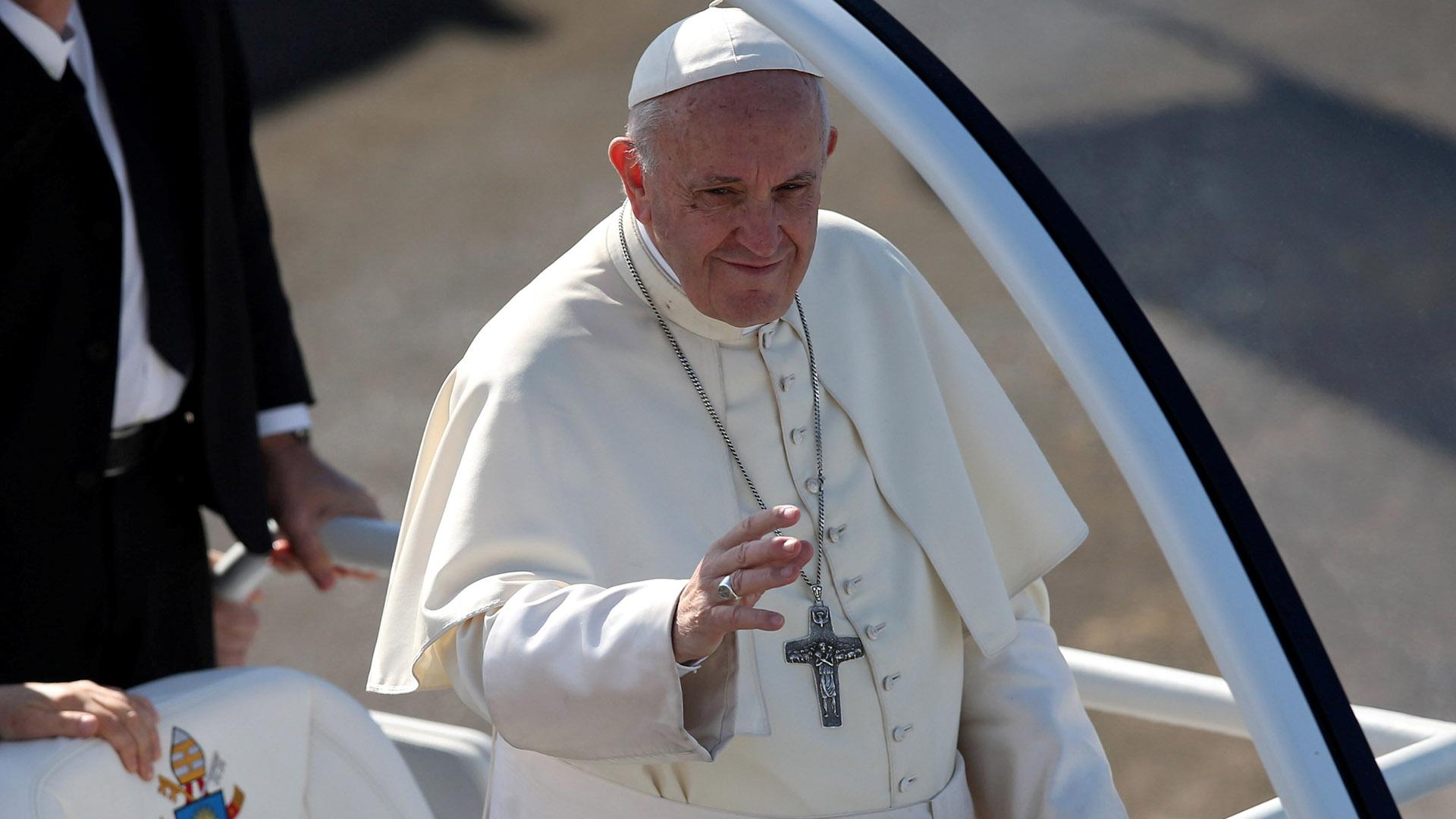 La llegada del Papa a la misa en Temuco