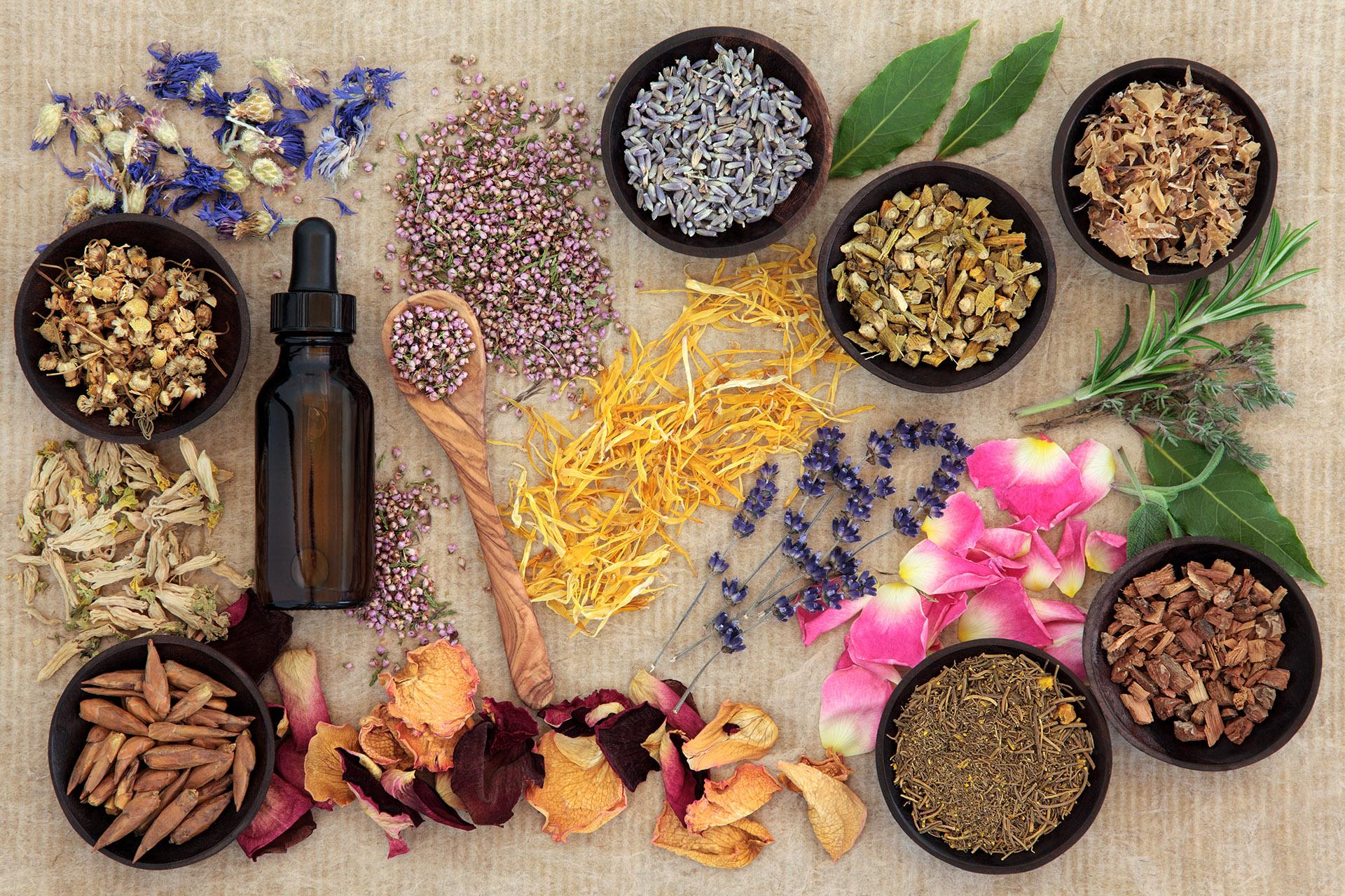 Se pueden usar remedios complementarios como vitaminas o corticoides, flores de bach, acupuntura y todas tipo de prácticas médicas para ayudar al organismo (Getty Images)