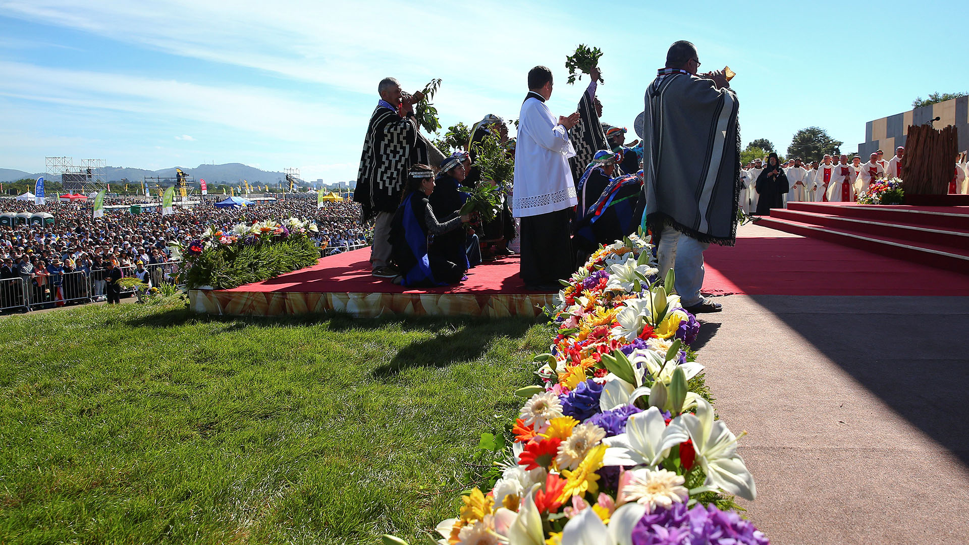 La misa contó con rituales mapuches (Reuters)