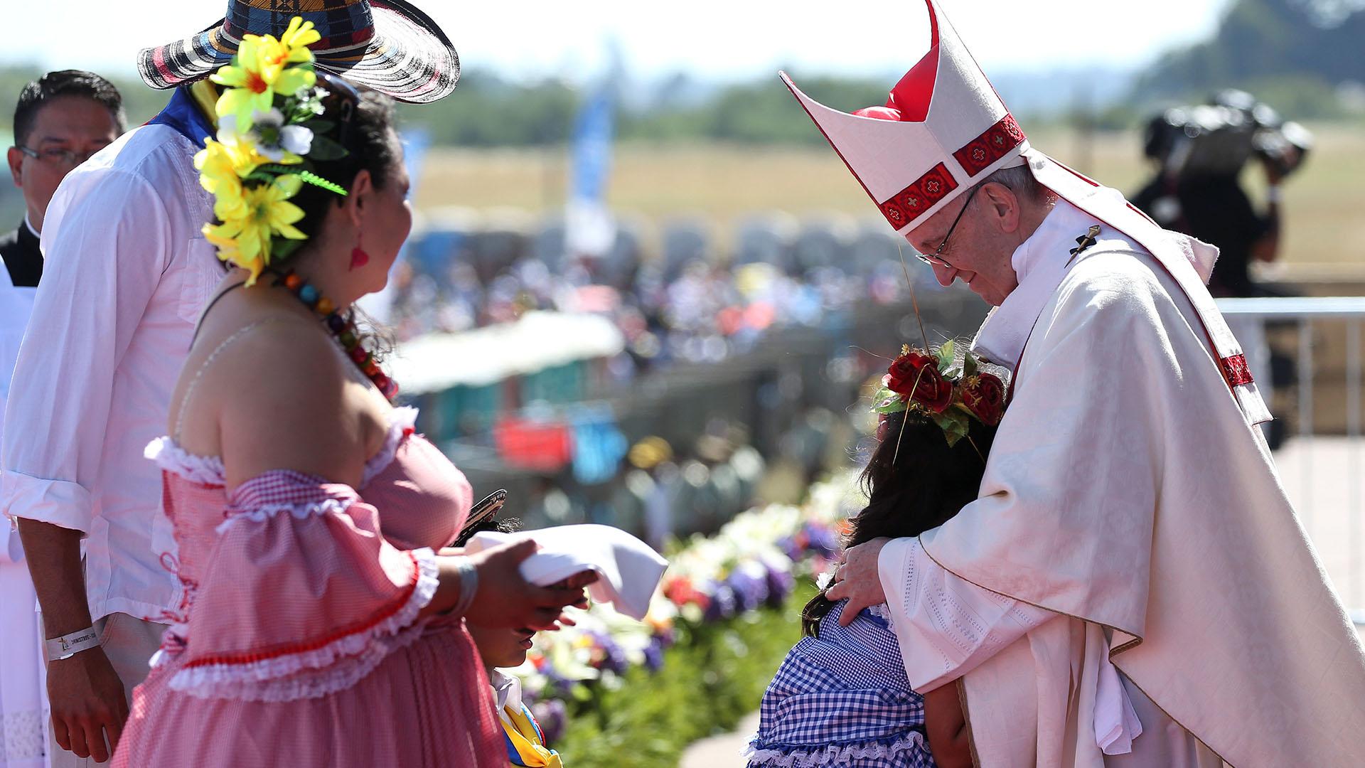 """""""Arauca tiene una pena que no la puedo callar. Son injusticias de siglos. Celebramos la misa en este aeródromo, en el cual tuvieron lugar graves violaciones de los derechos humanos"""", destacó el Papa (Reuters)"""