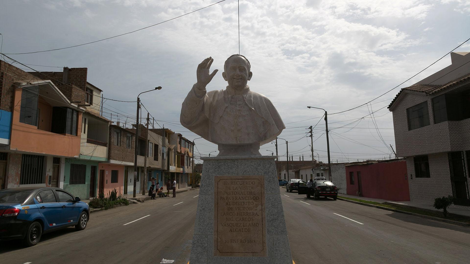 La estatua en homenaje al Papa (Reuters)
