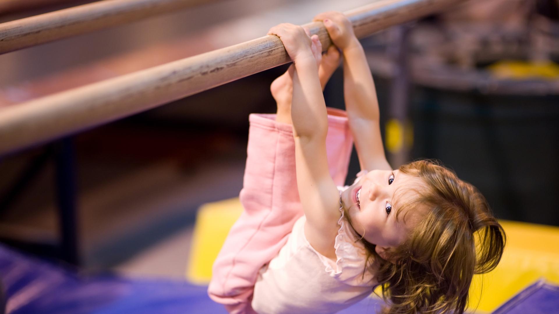 Los ejercicios de flexibilidad y coordinación son recomendados para los niños (Getty)