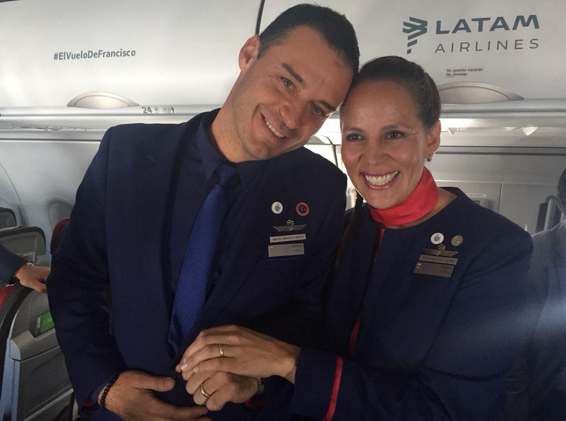 Carlos Ciuffardi y Paula Podest (@LATAM_CHI)