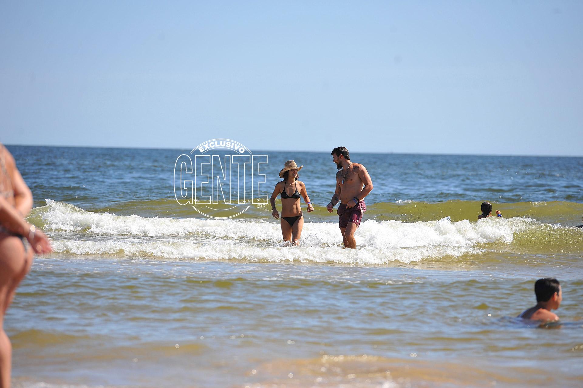 Agustina Cherri y su pareja Tomás Vera en Punta del Este. Foto: Alejandro Carra/GENTE