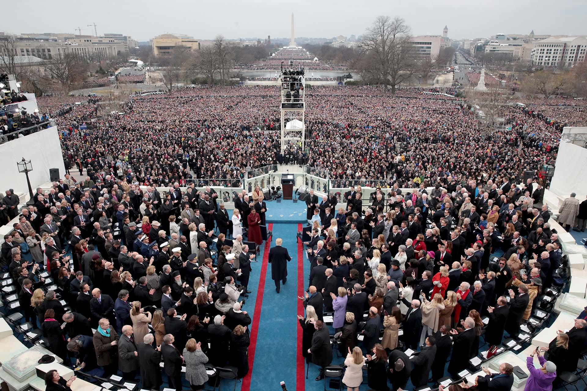 20/1/2017 Donald Trump camino a jurar como presidentes en las escalinatas del Capitolio en Washington DC