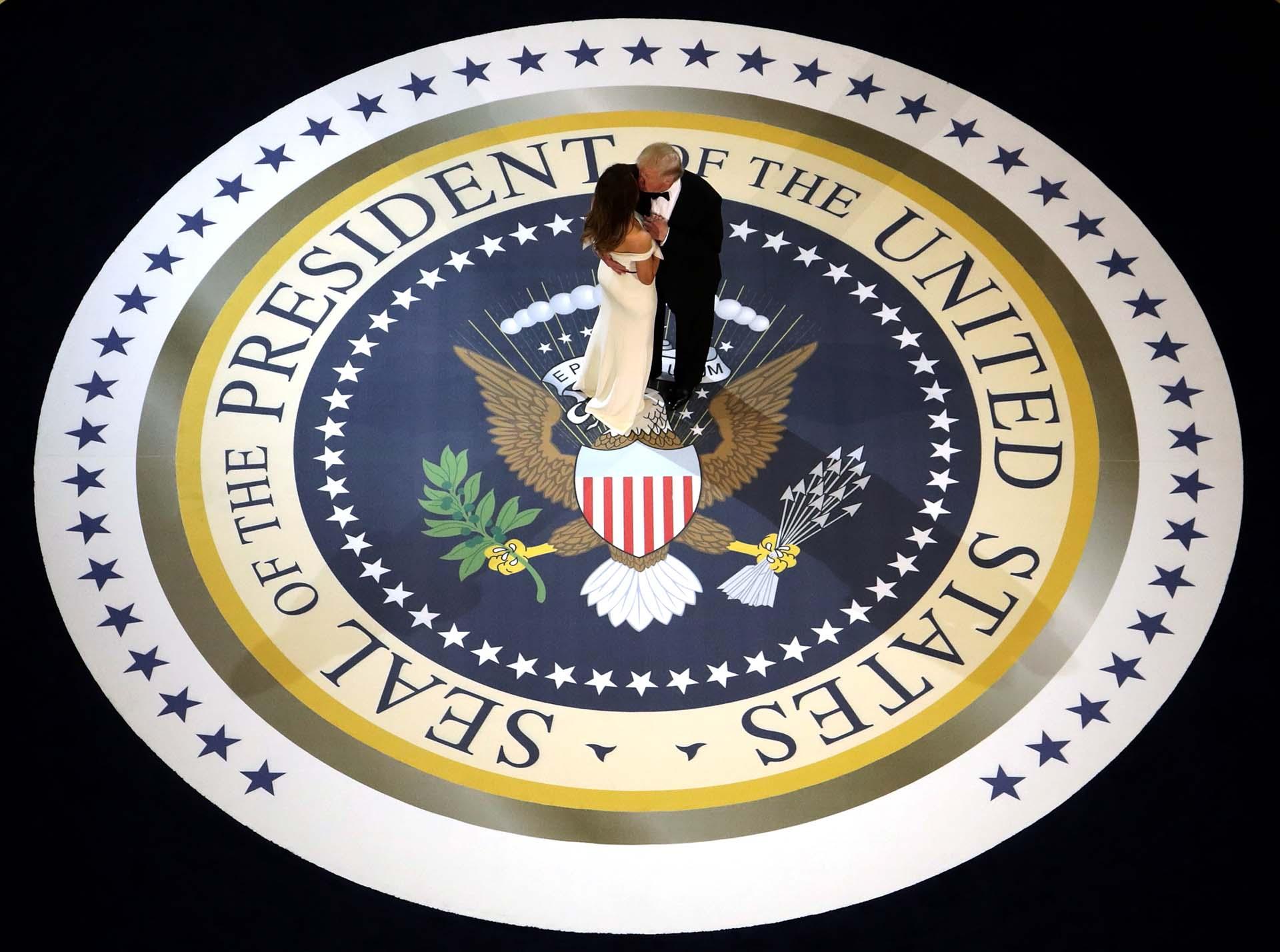 20/1/2017 Trump y su esposa bailan en una de las fiestas inaugurales de su presidencia.
