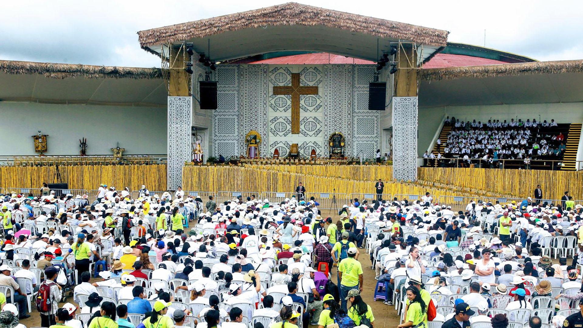 Miles de fieles aguardaron para escuchar al líder de la Iglesia católica en Perú