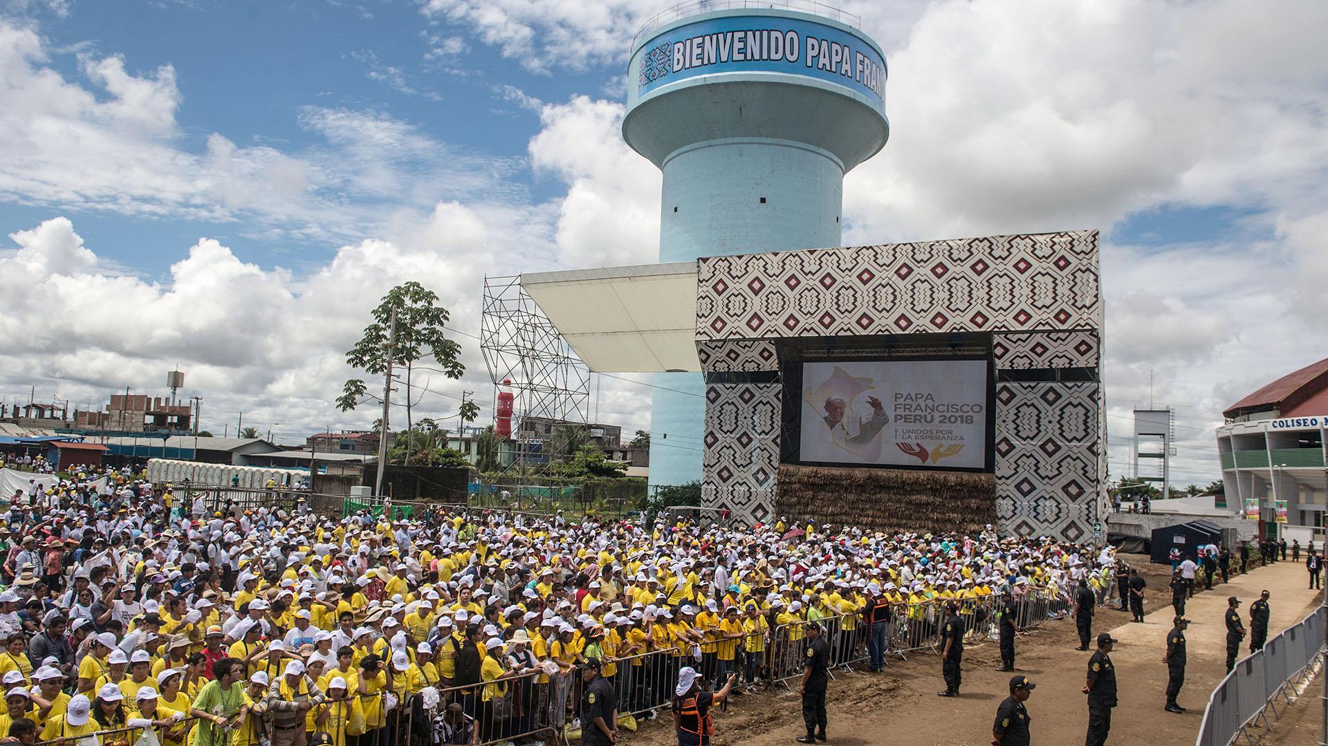La recepción al papa Francisco en Puerto Maldonado fue masiva, a pesar de la escasa población de este poblado amazónico en Perú