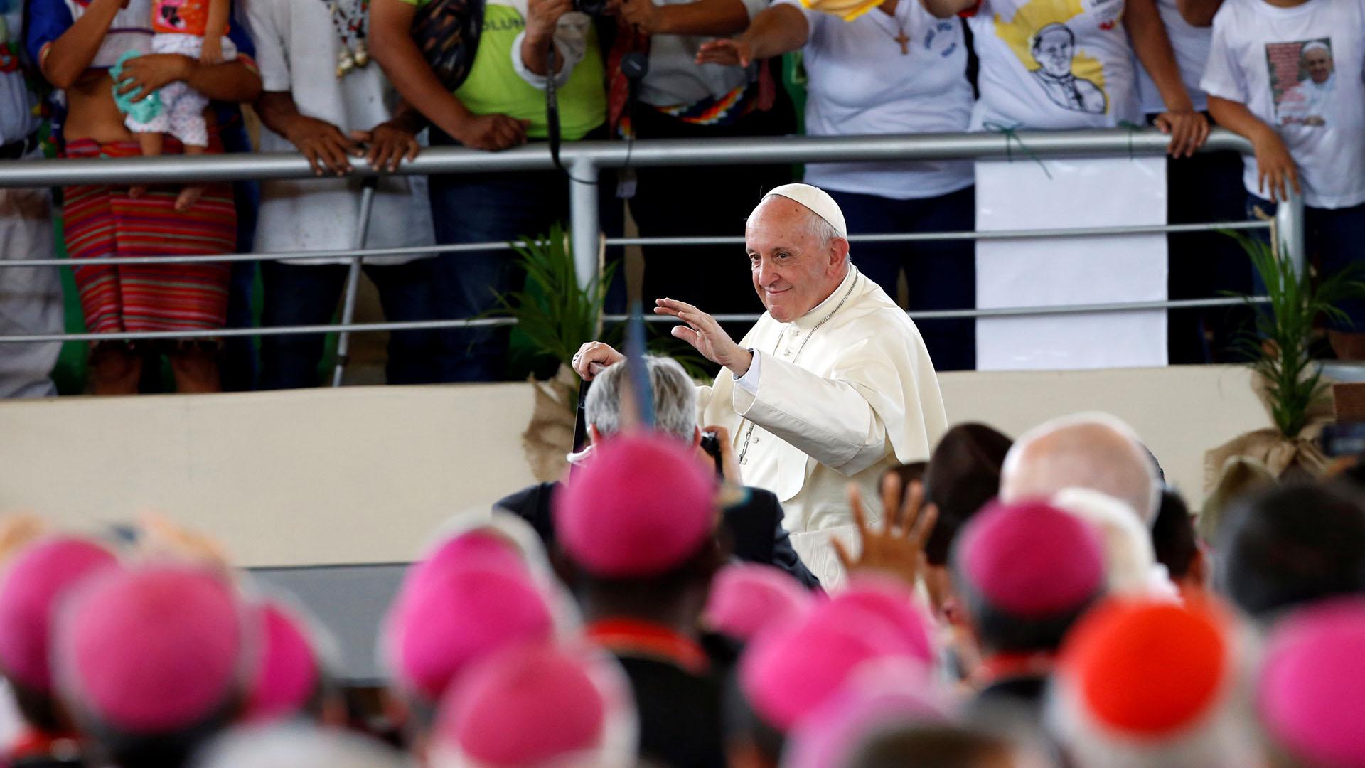 El arribo del Papa al recinto donde se realizó el encuentro con los pueblos originarios, el coliseo Madre de Dios