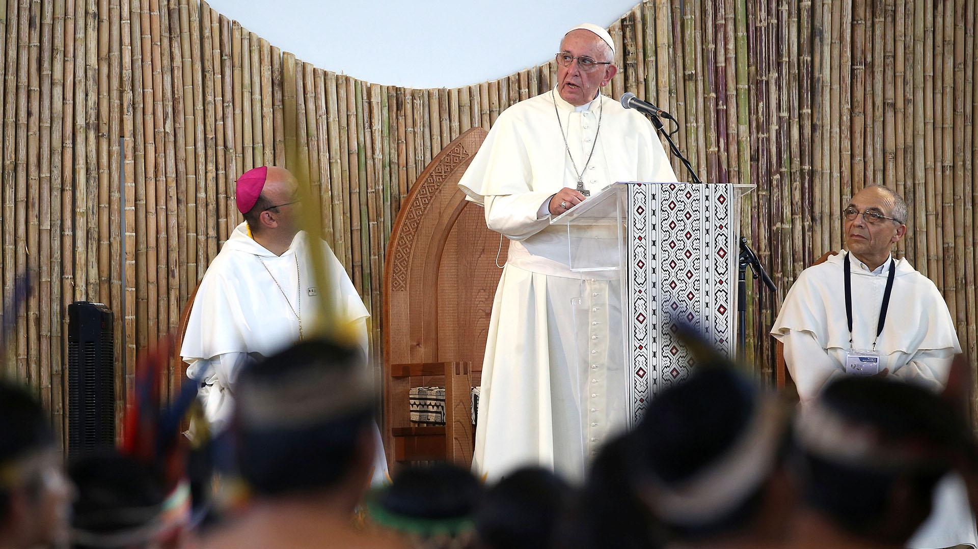 Durante su discurso, el Papa criticó a las empresas que explotan los recursos naturales de la región de la Amazonia