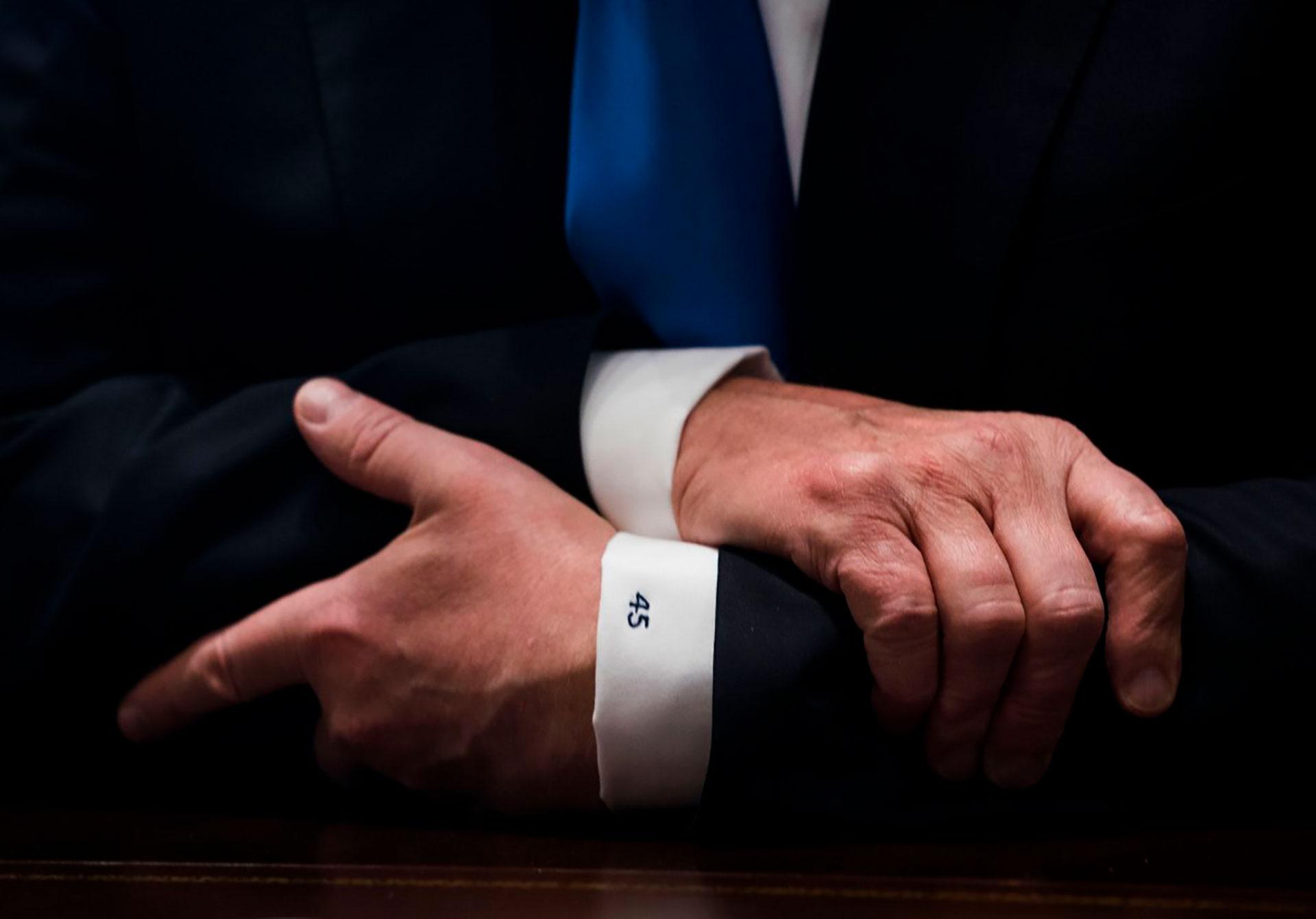 9/1/2017 Las mangas de la camisa de Trump, con el 45, su número de Presidente de los Estados Unidos, duranet una reunión con legisladores para discutir las leyes de inmigración