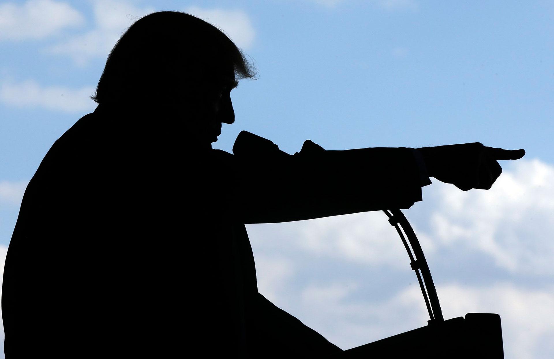 27/5/2017 Trump dirige un discurso a las tropas estadounidenses en la base naval de Sigonella, Italia.