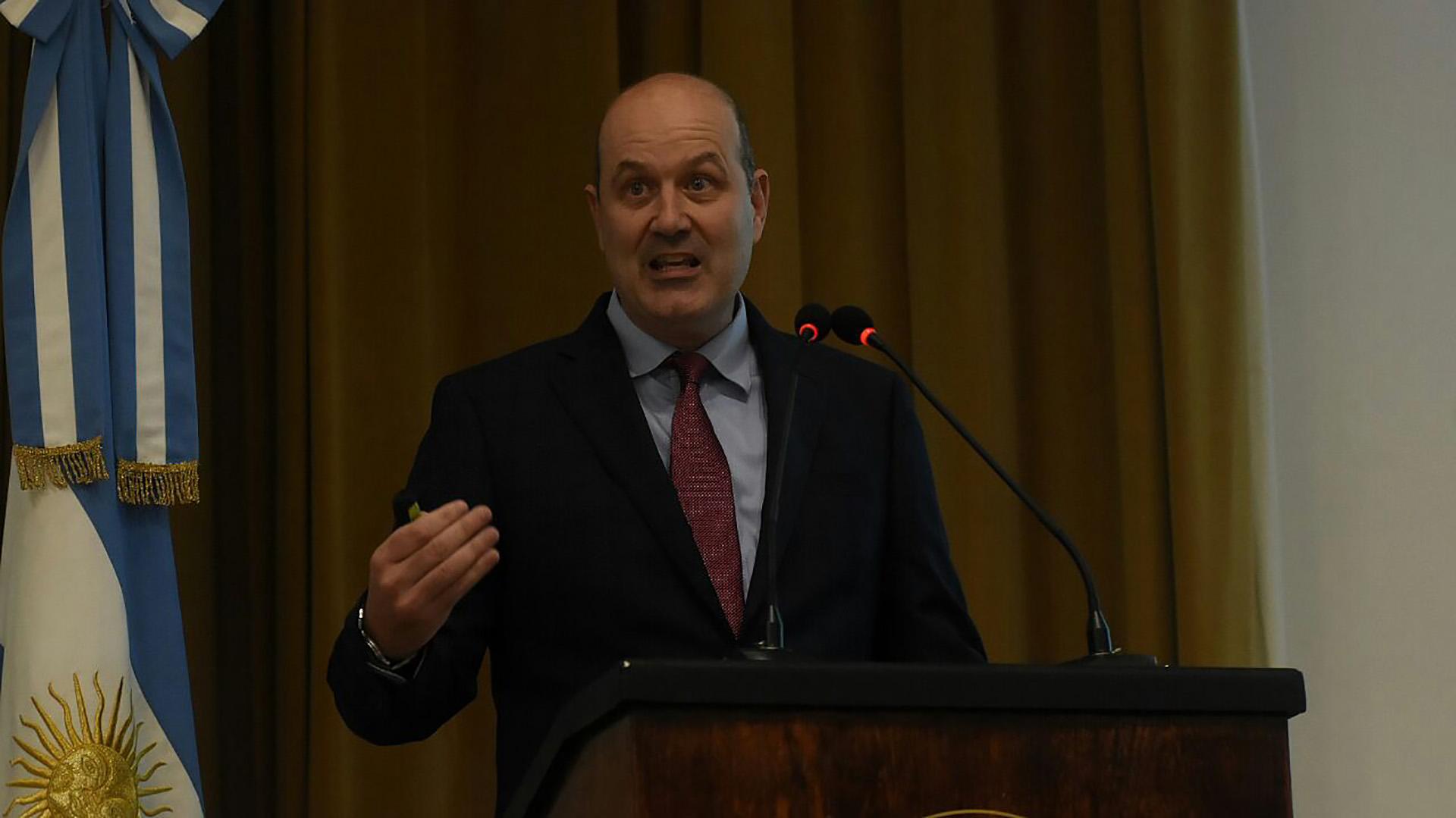 Federico Sturzenegger justificó la cautela de la política monetaria en la alta tasa de inflación de enero y las expectativas de mercado (Nicolás Stulberg)