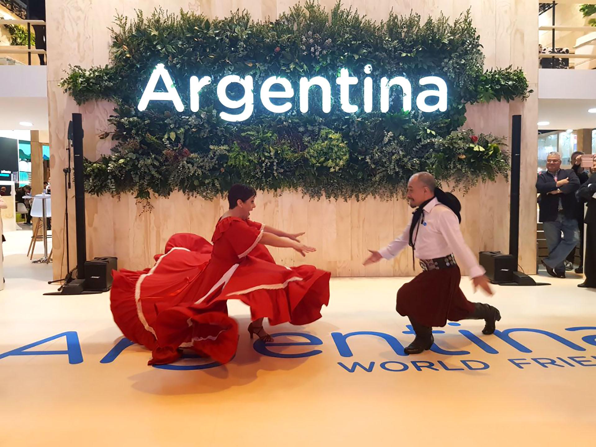 A puro espectáculo: el stand argentino en FITUR se lució con shows de varios rincones del país y atrajo a miles de visitantes.