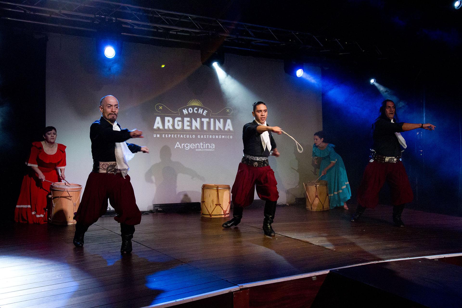 Argentina también tuvo propia su noche de gala: se realizaron shows de tango y folclore, degustaciones de vinos, tragos y comidas típicas.