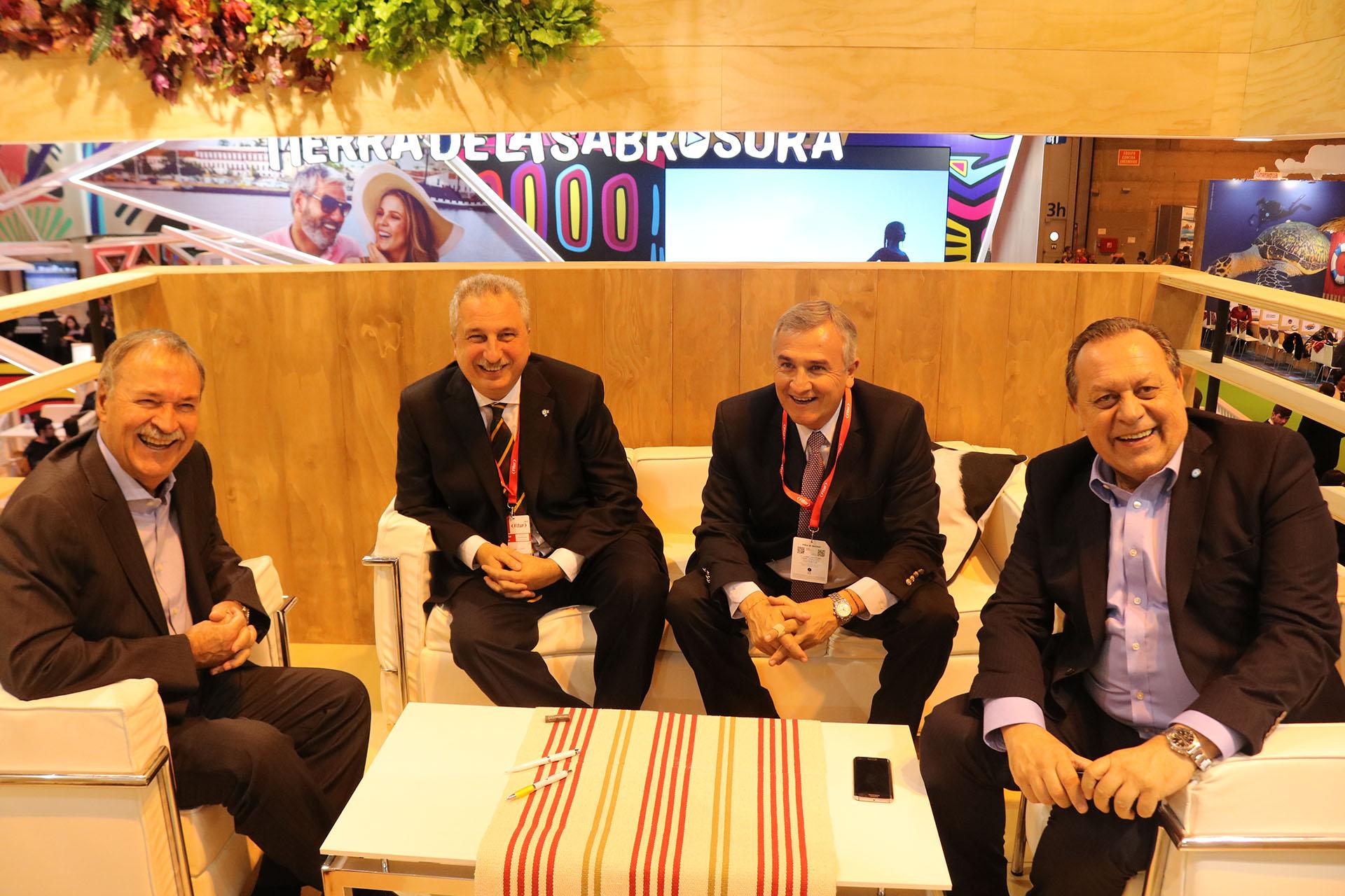 Santos y los gobernadores Schiaretti, Morales y Passalacqua, juntos en España. El ministro de Turismo destacó la importancia de que los gobernadores provinciales estén acompañando al ministerio en la misión de posicionar Argentina en el mundo.