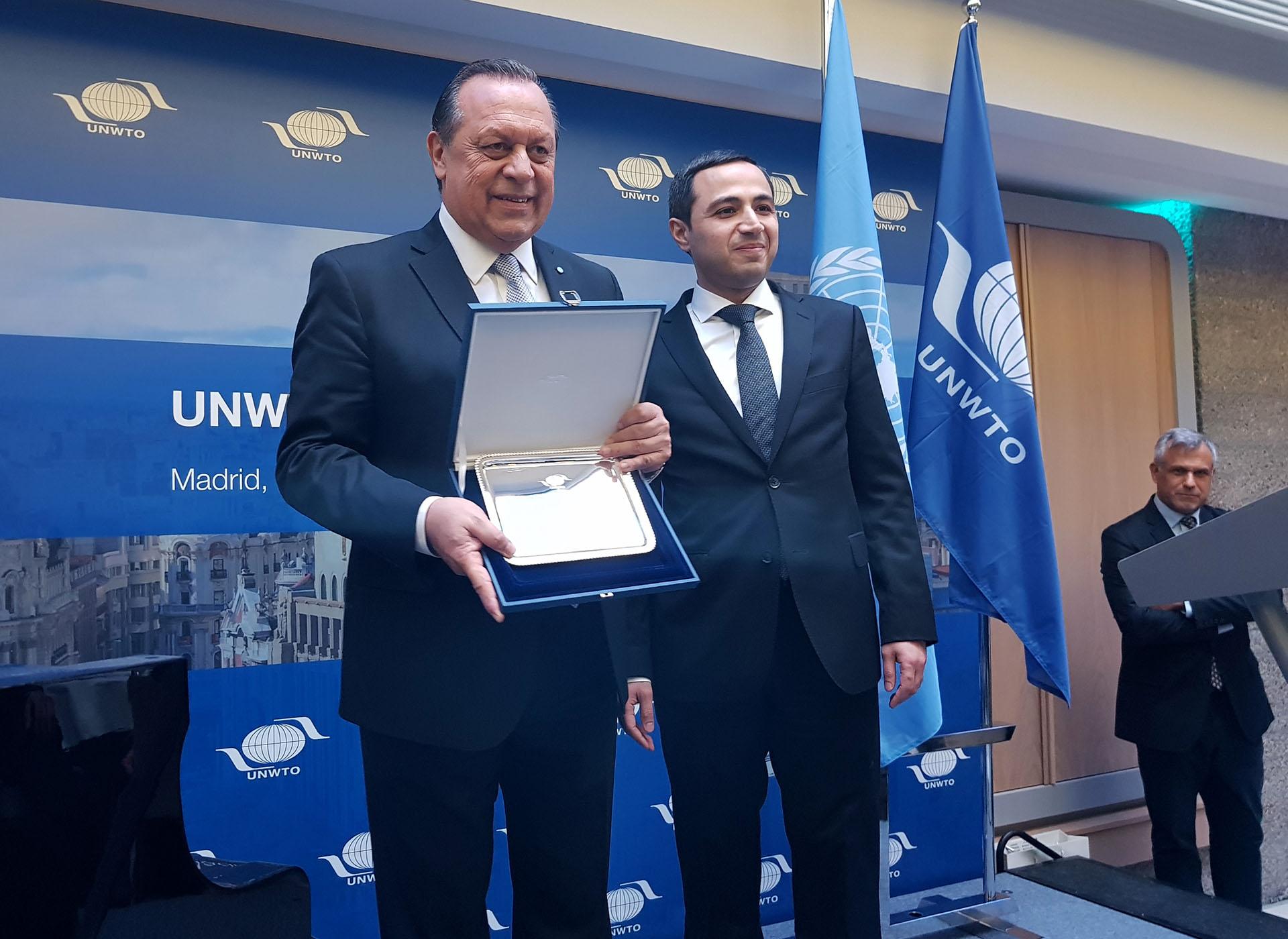 Distinción especial: en la cena de Ministros de Turismo de la OMT, Gustavo Santos fue reconocido por la elección de la Argentina a cargo de la presidencia del Consejo Ejecutivo de dicho organismo.