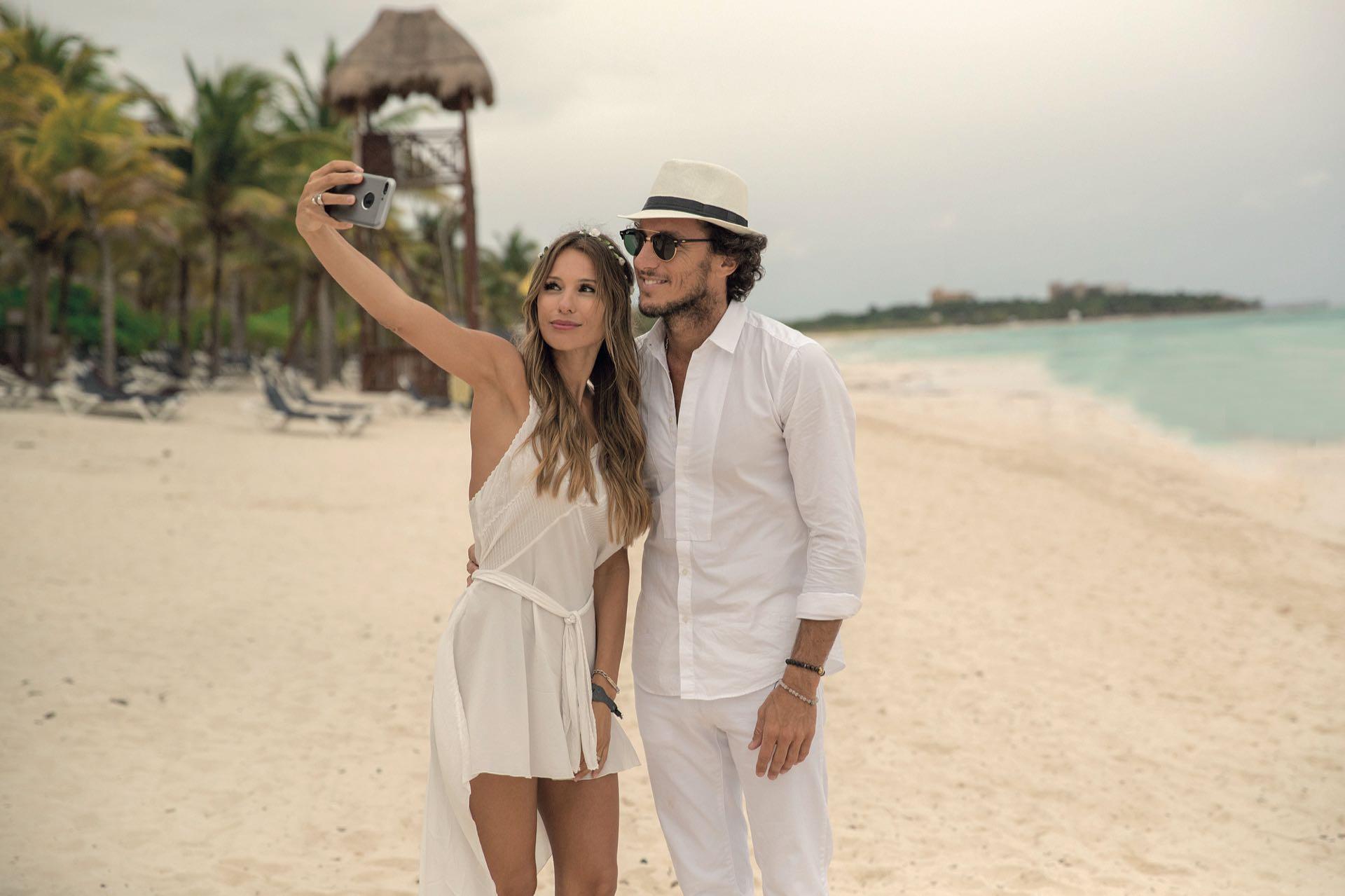 Una selfie junto al mar. Pico y Pampita habían limado asperezas en Punta del Este y en la Riviera Maya llegó la reconciliación definitiva.