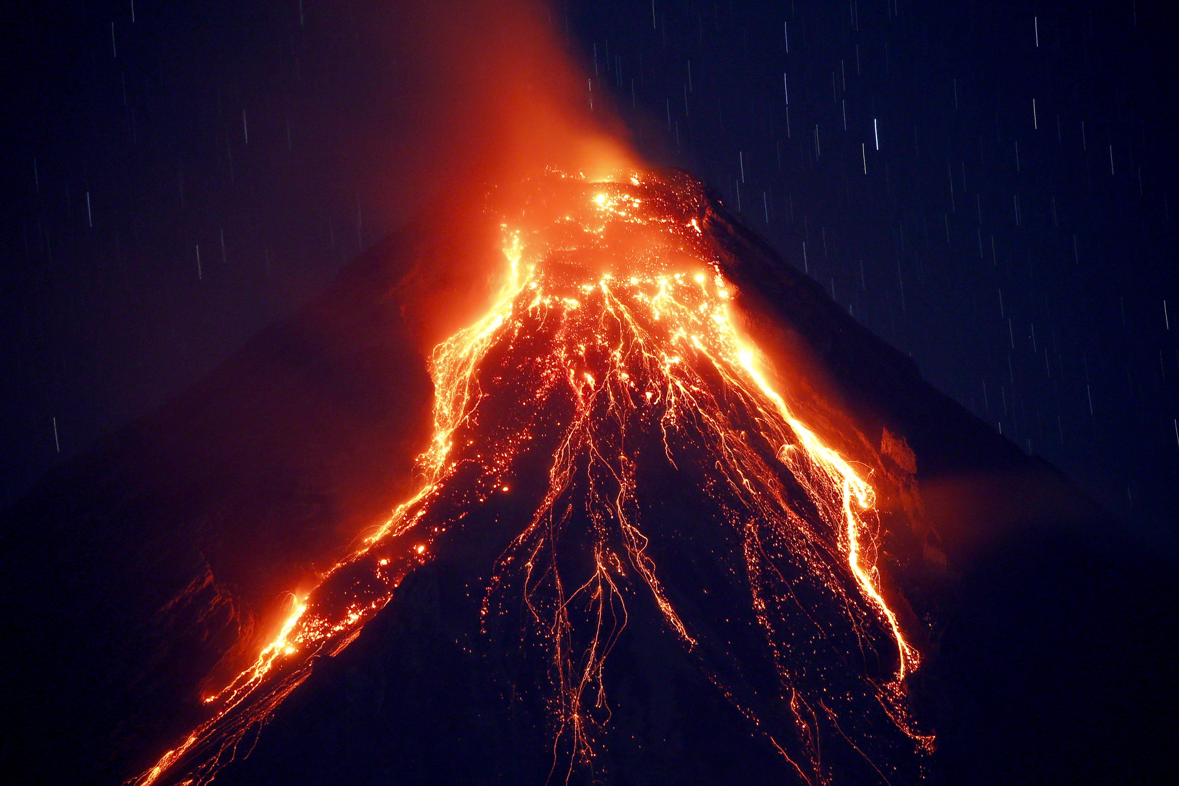 Autoridades de manejo de desastres de la provincia de Albay, donde se ubica el Monte Mayón, indicaron que hay 30.000 personas en los centros de evacuación (AP)