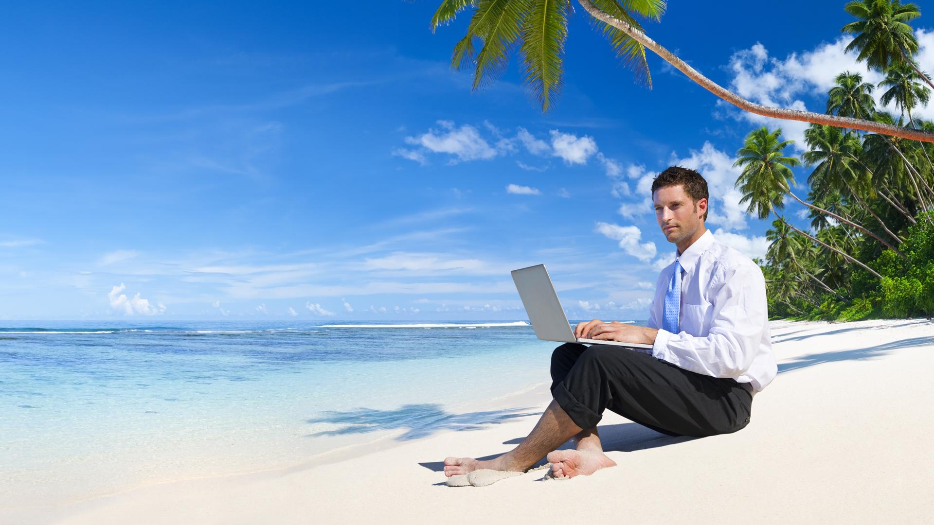 La persona debe evitar a toda costa conectarse en su tiempo libre, ya que sentirá que la semana nunca terminó (Getty Images)
