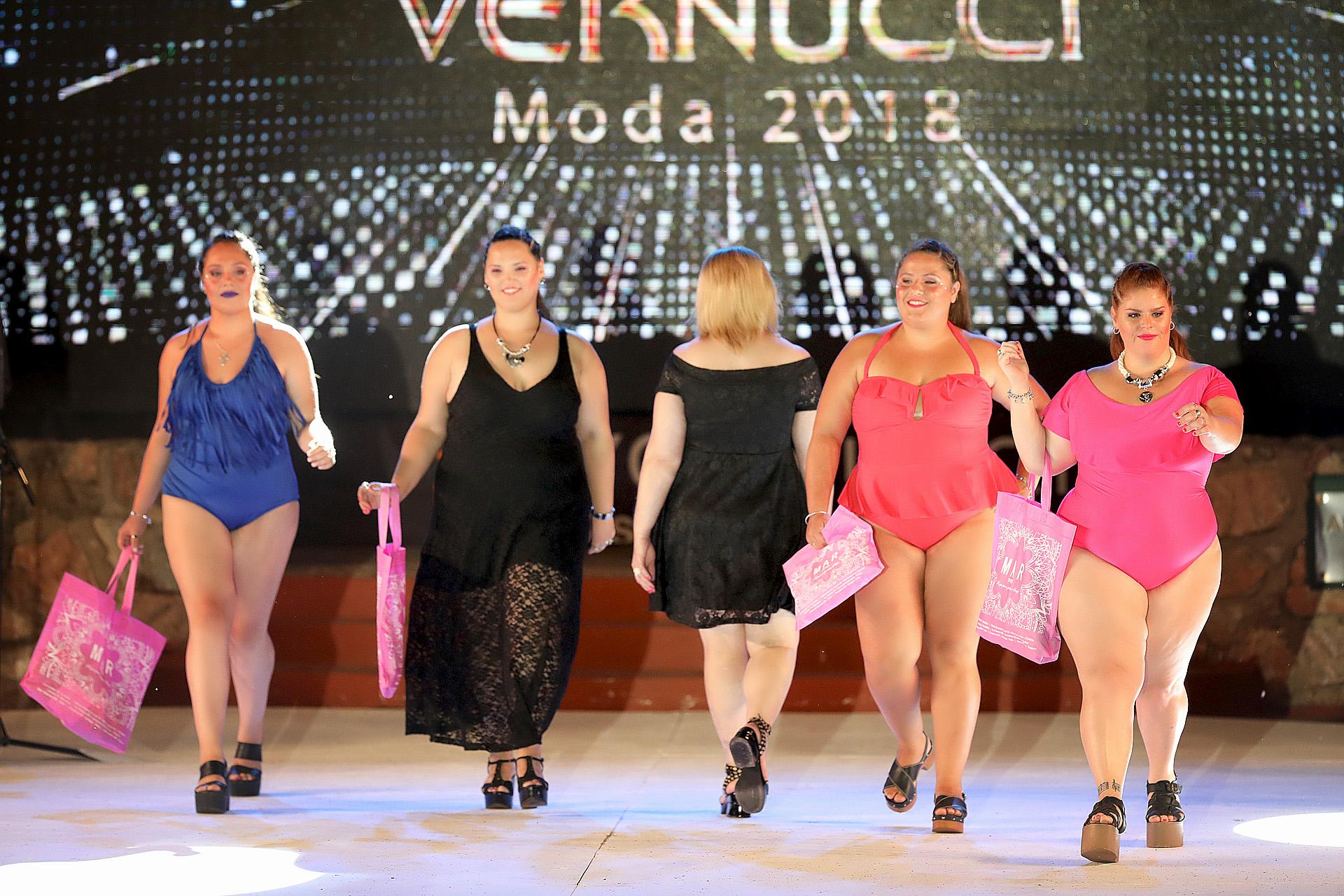 Desfile de los hermanos Vernucci