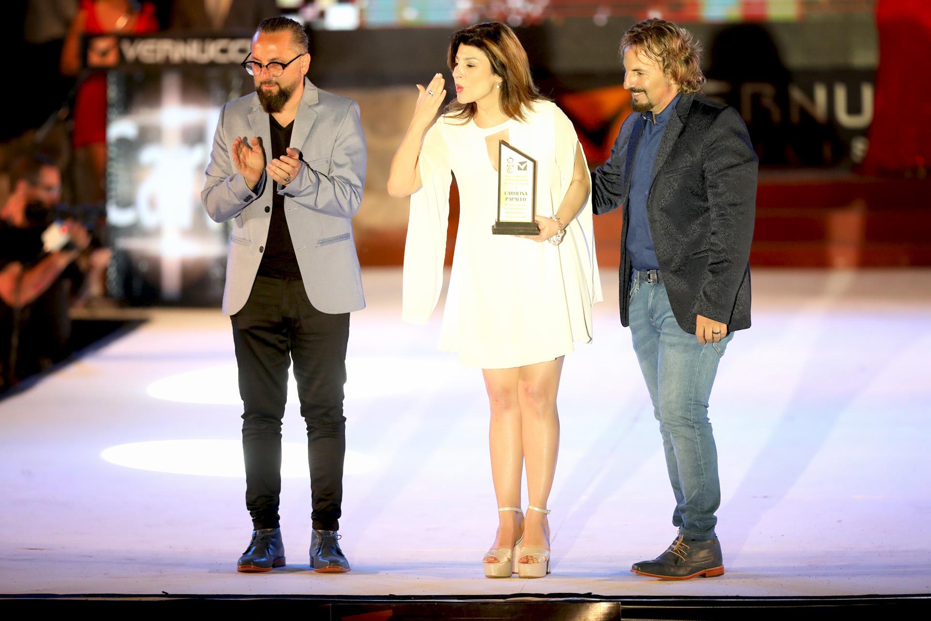 Carolina Papaleo recibió una distinción especial de los hermanos Vernucci