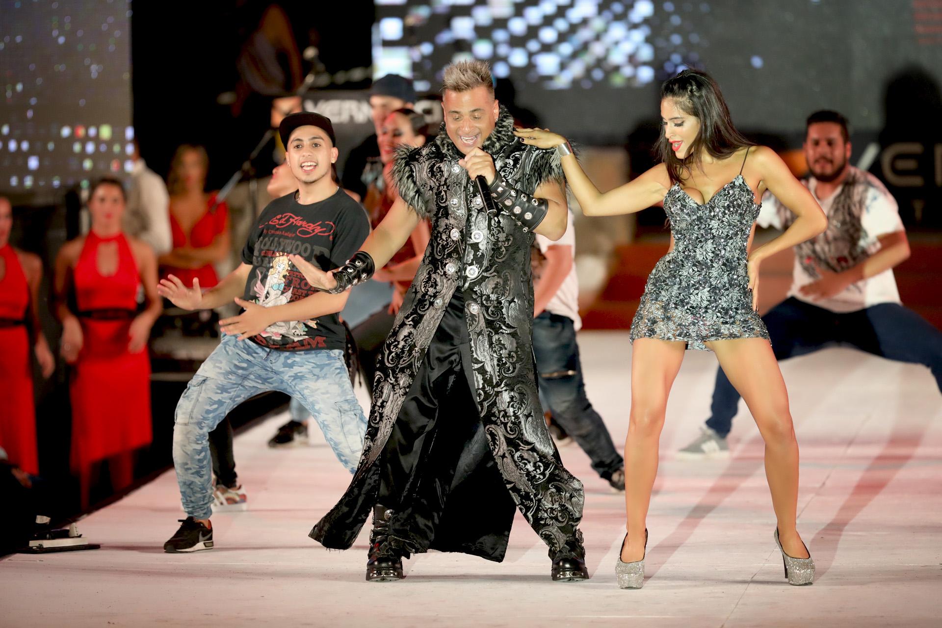 """Marcelo Iripino con Celeste Muriega y los bailarines de """"Bien Argentino, La evolución"""""""