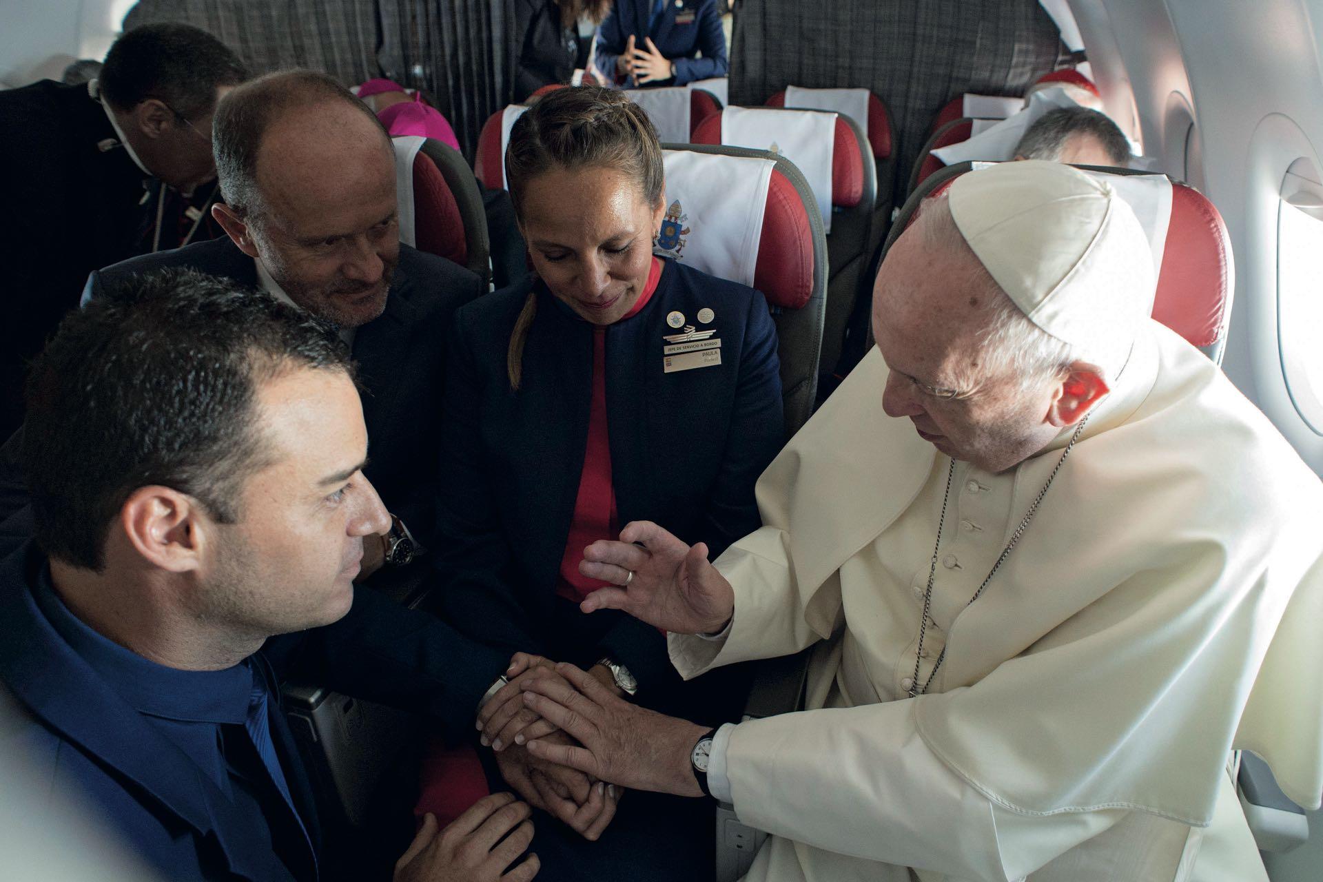 Casando a una pareja de auxiliares de a bordo –Paula Podest y Carlos Ciuffardi–, en pleno vuelo de LAN a Iquique.