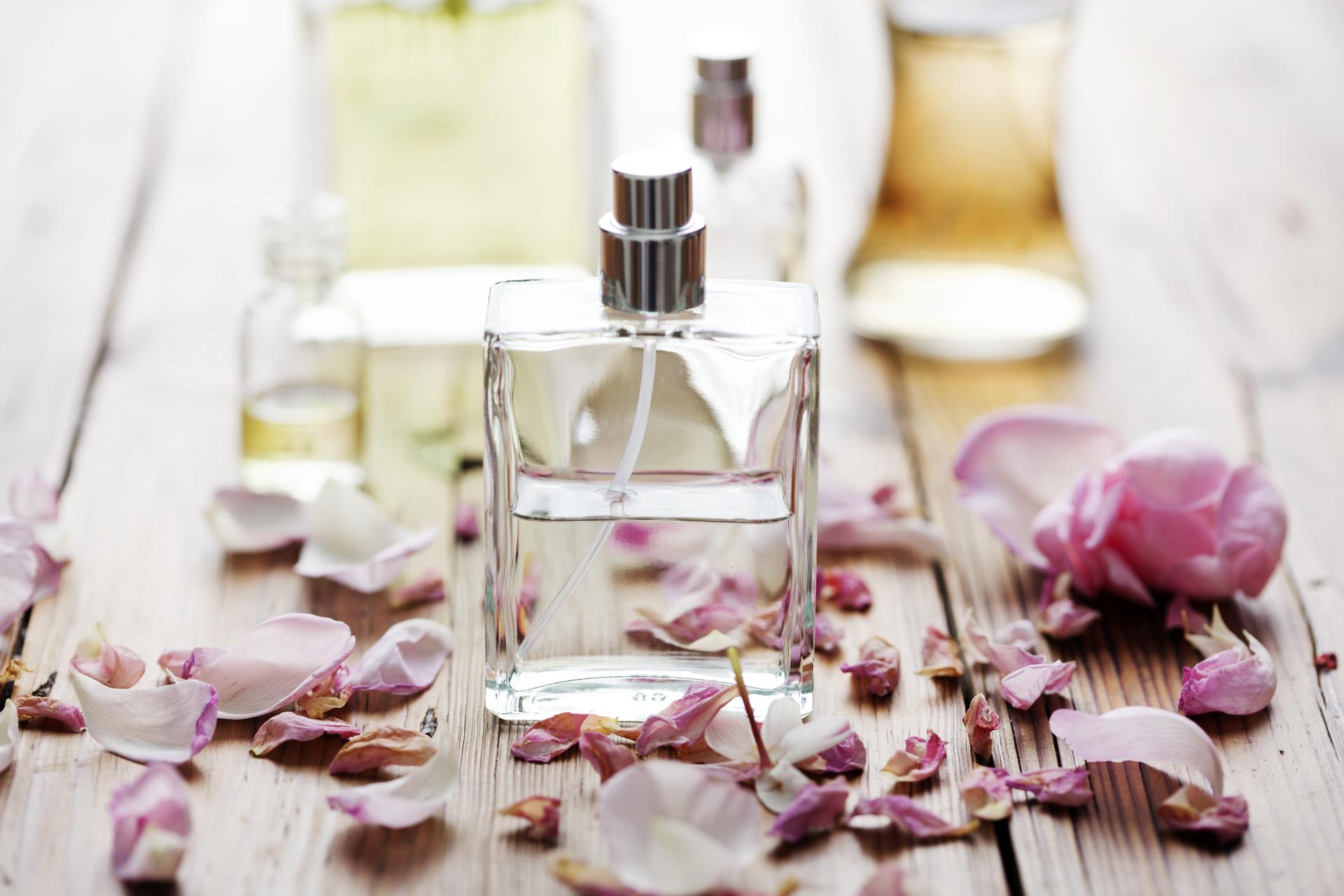 Los florales y cítricos son los ideales para el uso de perfumes en verano para las altas temperaturas por sus livianas esencias (Getty Images)