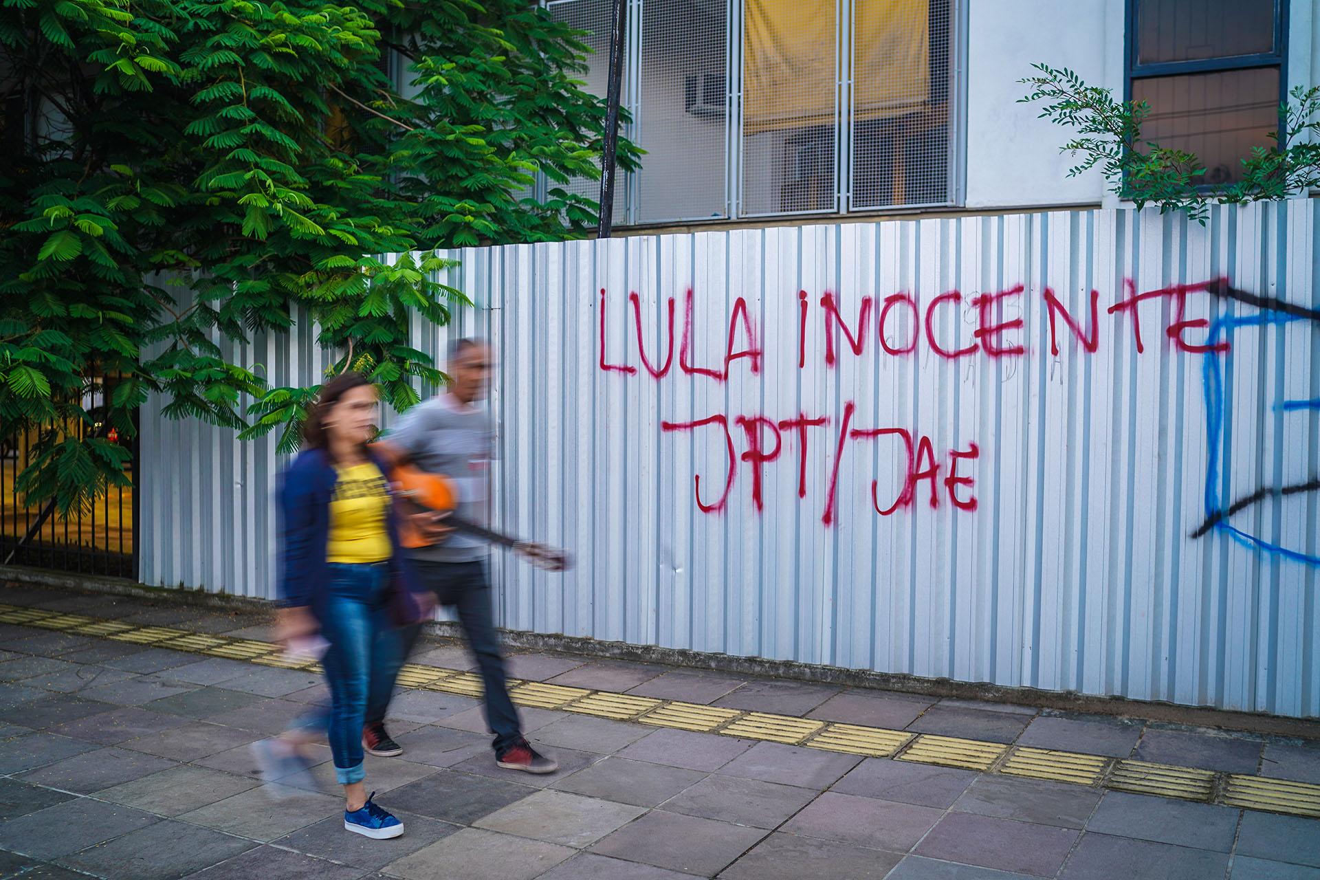 """""""Lula inocente"""", dice una pintada (AFP)"""