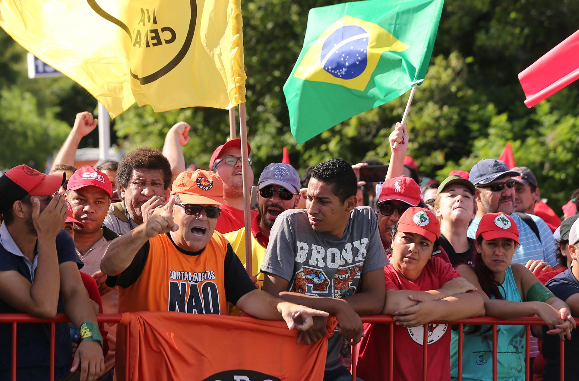 Hay marchas a favor y en contra de Lula (Reuters)