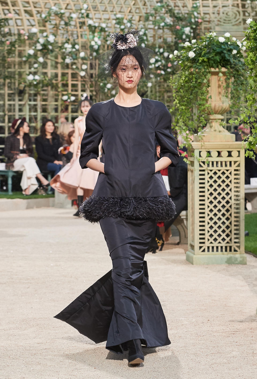 El uso de plumas vuelve a cobrar vida en la presentación de Chanel